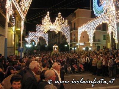 71-la-processione-del-ritorno-della-santa-in-piazza