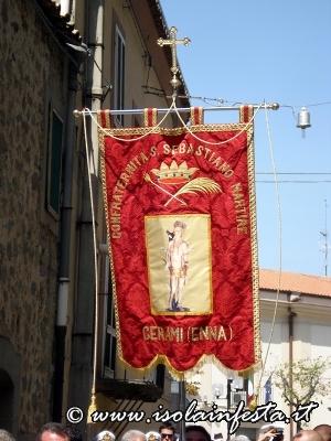 24-il-palio-della-confraternita-apre-la-cavalcata