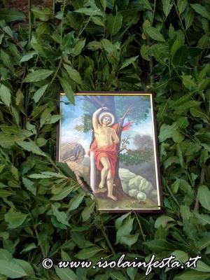 40-alcune-immagini-del-santo-protettore-nelle-bandiere-dalloro
