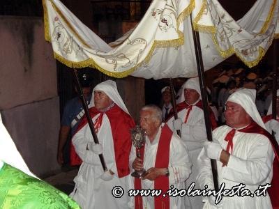 70-la-reliquia-di-san-sebastiano-in-processione-per-le-vie-del-paese