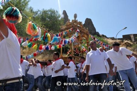 135-la-processione-ai-piedi-della-rocca