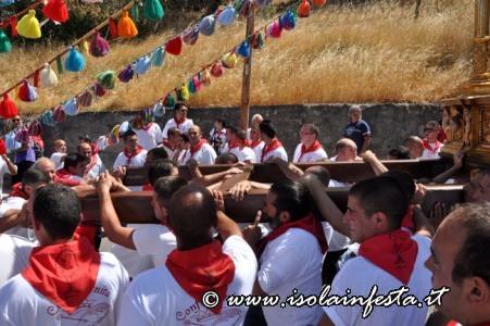136-la-processione-ai-piedi-della-rocca