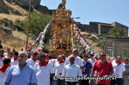137-la-processione-ai-piedi-della-rocca