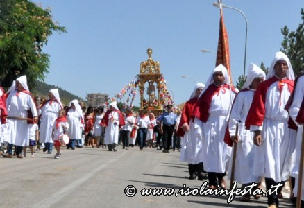196-la-processione-riprende-verso-labbazia-di-san-benedetto