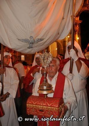 326-la-reliquia-viene-riportata-in-chiesa-madre