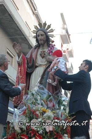 22-processione-simulacro-del-s-cuore-per-le-vie-della-borgata