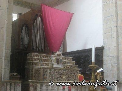 venerdi_santo_il_crocifisso_dellaltare_maggiore_velato
