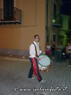 i-tamburi-medievali-aprono-la-processione