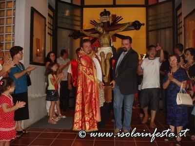 il-parroco-don-francesco-cassata-e-il-sindaco-dott-rini-escono-assieme-il-patrono-dalla-chiesa-parrocchiale
