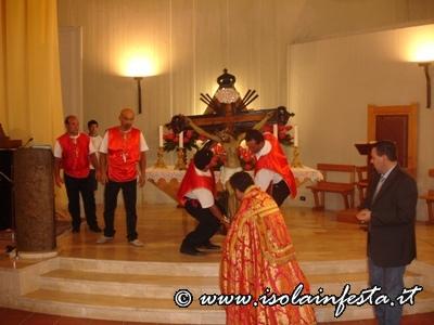 la-vigilia-della-solennita-il-simulacro-viene-portato-in-processione-alla-chiesa-madre