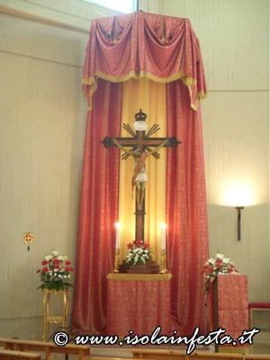 particolare-del-presbiterio-durante-lesposizione-dell-ss-crocifisso