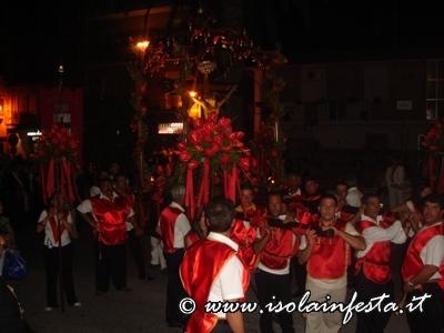 particolare-della-processione-da-notare-le-sontuose-composizioni-floreali