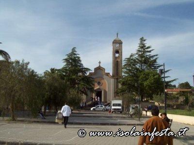1-la-chiesa-del-villaggio-di-pergusa