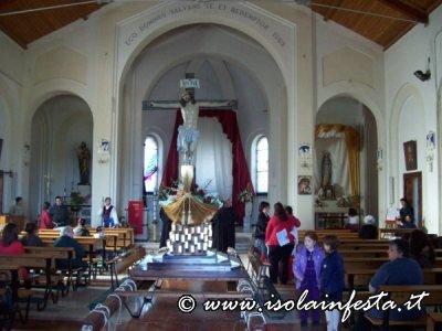 11-il-fercolo-al-centro-e-ai-lati-altri-due-altari