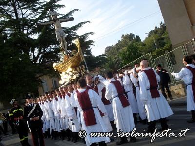 25-la-processione-inizia-a-scendere-nel-villaggio