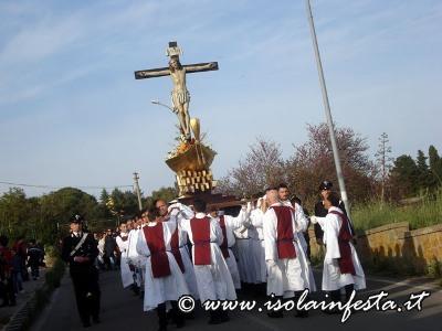 28-la-processione-scende-verso-il-lago