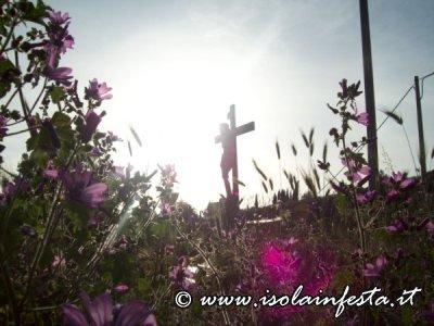 71-la-santa-croce-illuminata-dal-sole