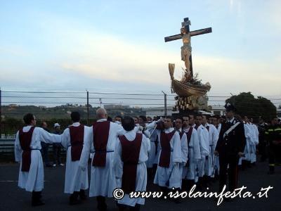 79-la-processioene-al-tramonto