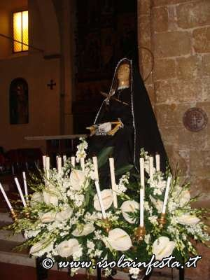 28-venerdi-santo-la-madonna-del-popolo-pronta-per-la-processione
