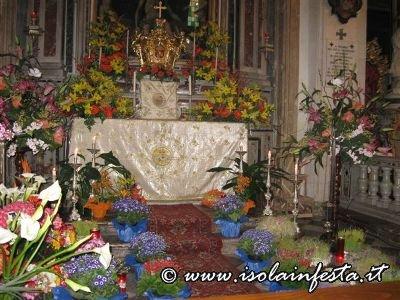 01-il-sepolcro-nella-chiesa-madre-di-giampilieri-10-04-09