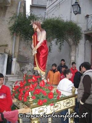 15-la-baretta-dellecce-homo-in-processione-per-i-vicoli-di-giampilieri-10-04-09