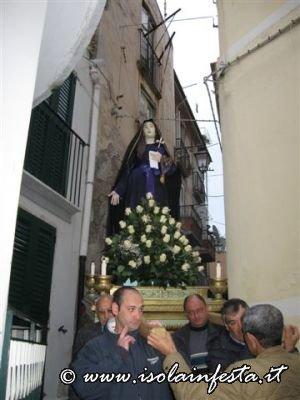 16-il-simulacro-delladdolorata-in-processione-per-i-vicoli-di-giampilieri-10-04-09