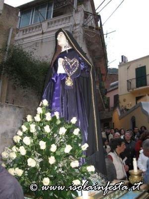 17-il-simulacro-delladdolorata-in-processione-per-i-vicoli-di-giampilieri-10-04-09
